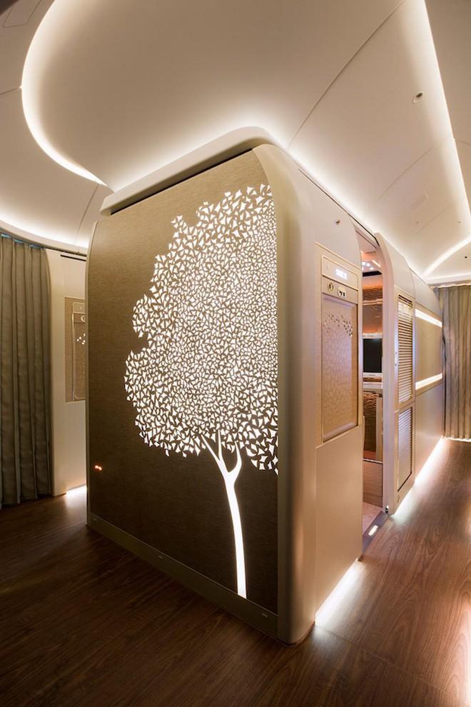 Emirates ra mắt khoang hạng nhất mới siêu sang trên Boeing 777-300ER: lấy cảm hứng Mercedes-Benz S-Class, tích hợp ghế không trọng lực và cửa sổ ảo - Ảnh 1.