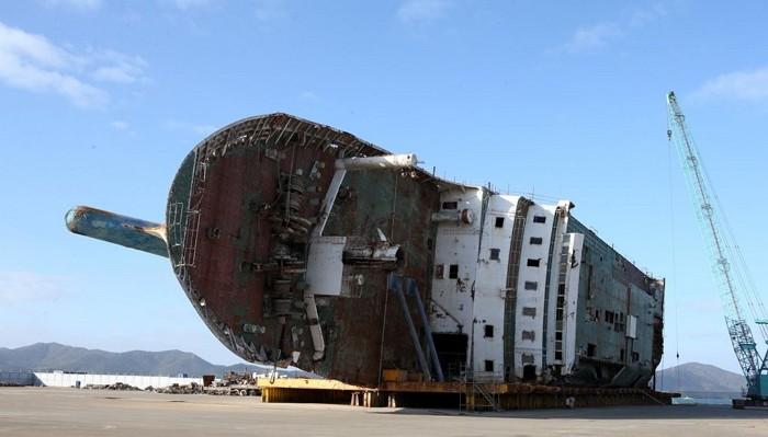 Sau 4 năm ròng rã, 5 gia đình nạn nhân cuối cùng trong vụ chìm phà Sewol đồng ý dừng công việc tìm kiếm - Ảnh 2.