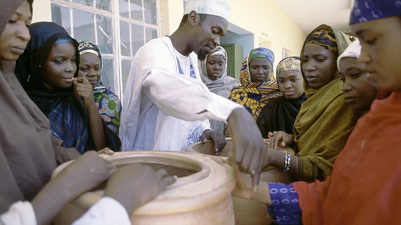 """Chiếc """"tủ lạnh"""" đặc biệt của giáo viên người Nigeria: Không cần cắm điện vẫn giữ thức ăn tươi ngon đến 27 ngày - Ảnh 4."""