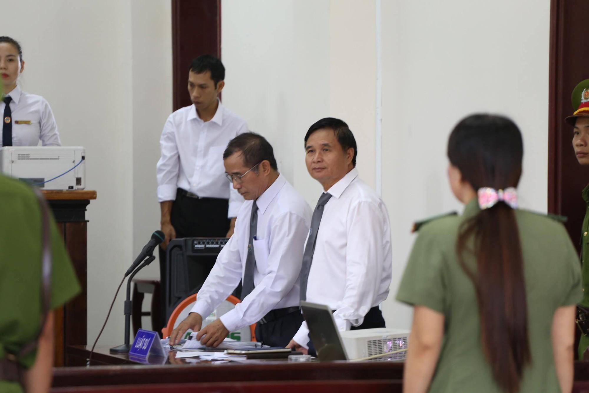 Tòa tuyên án 3 năm tù về tội Dâm ô đối với trẻ em, bị cáo 77 tuổi hét lớn: Tôi phản đối! - Ảnh 2.