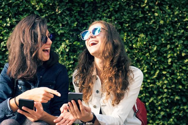 6 lời khuyên giúp mở rộng mối quan hệ bạn bè ở trường đại học - Ảnh 1.
