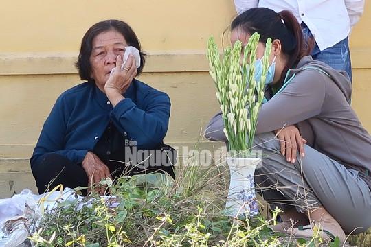 Mẹ và em gái Nguyễn Hải Dương trước khi nhận xác