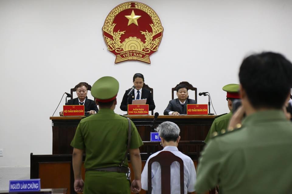 Tòa tuyên án 3 năm tù về tội Dâm ô đối với trẻ em, bị cáo 77 tuổi hét lớn: Tôi phản đối! - Ảnh 16.