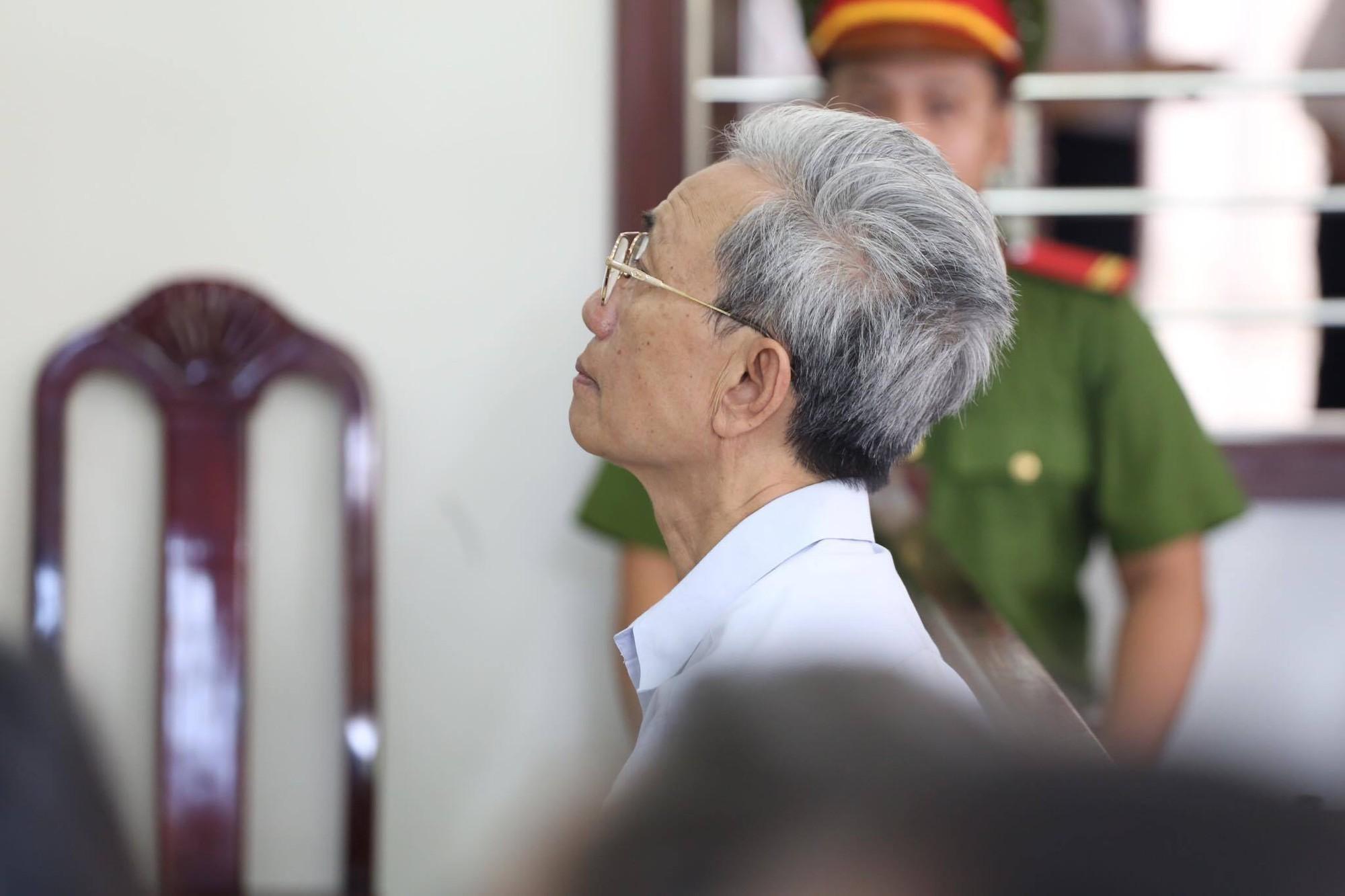Tòa tuyên án 3 năm tù về tội Dâm ô đối với trẻ em, bị cáo 77 tuổi hét lớn: Tôi phản đối! - Ảnh 1.