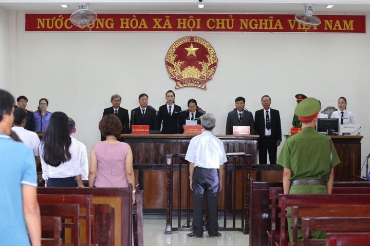Tòa tuyên án 3 năm tù về tội Dâm ô đối với trẻ em, bị cáo 77 tuổi hét lớn: Tôi phản đối! - Ảnh 3.