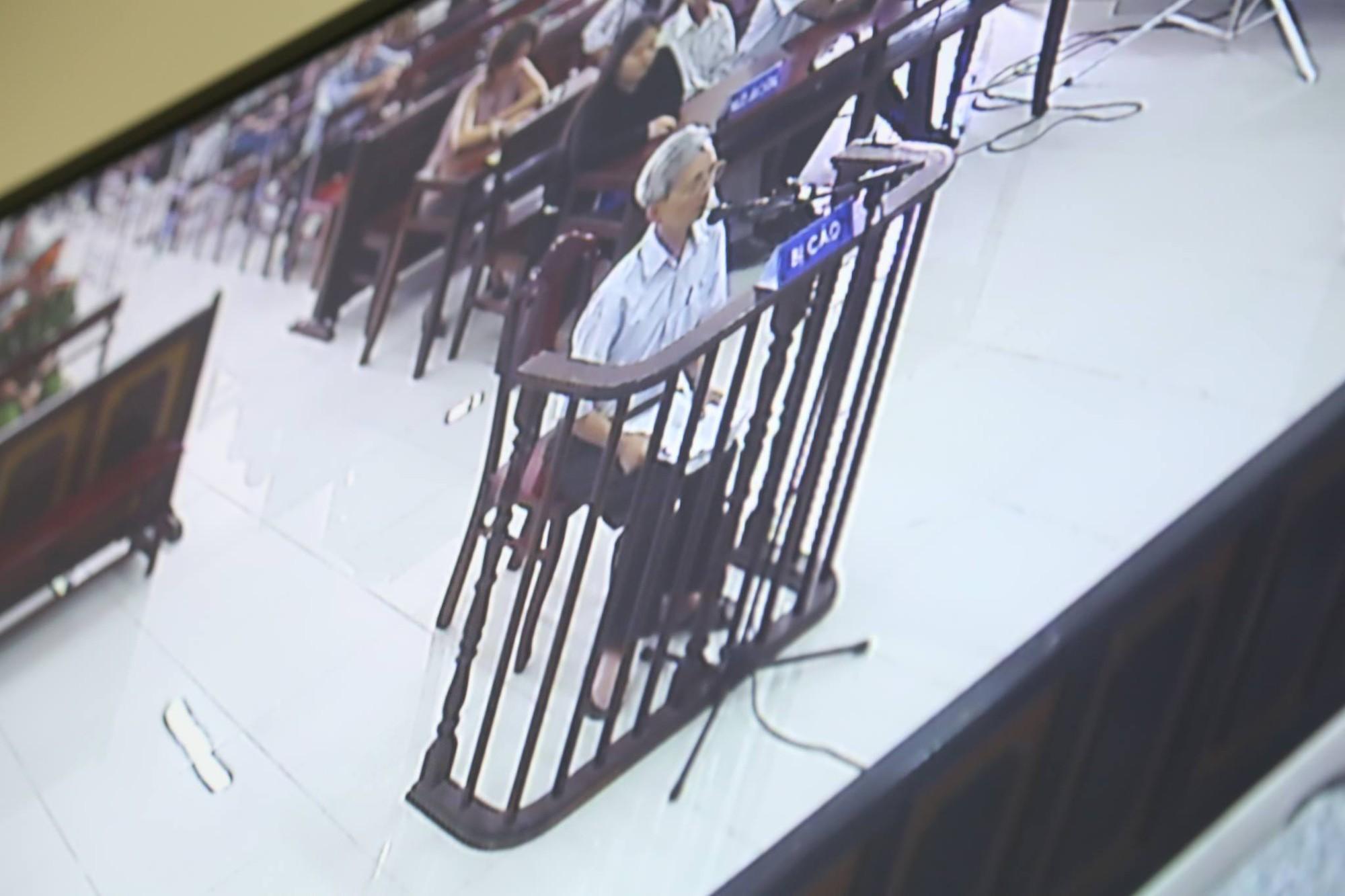 Tòa tuyên án 3 năm tù về tội Dâm ô đối với trẻ em, bị cáo 77 tuổi hét lớn: Tôi phản đối! - Ảnh 5.