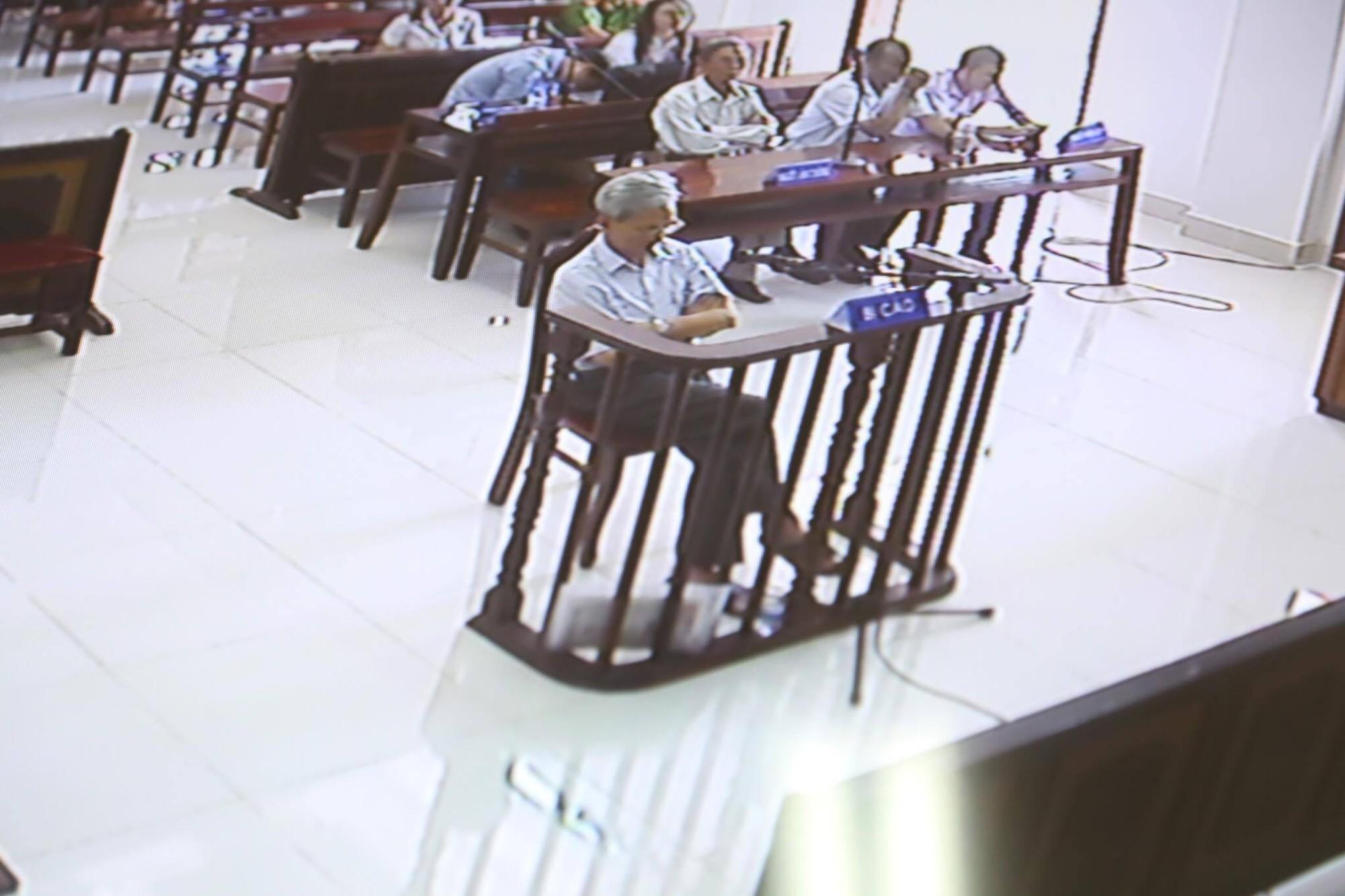 Tòa tuyên án 3 năm tù về tội Dâm ô đối với trẻ em, bị cáo 77 tuổi hét lớn: Tôi phản đối! - Ảnh 9.