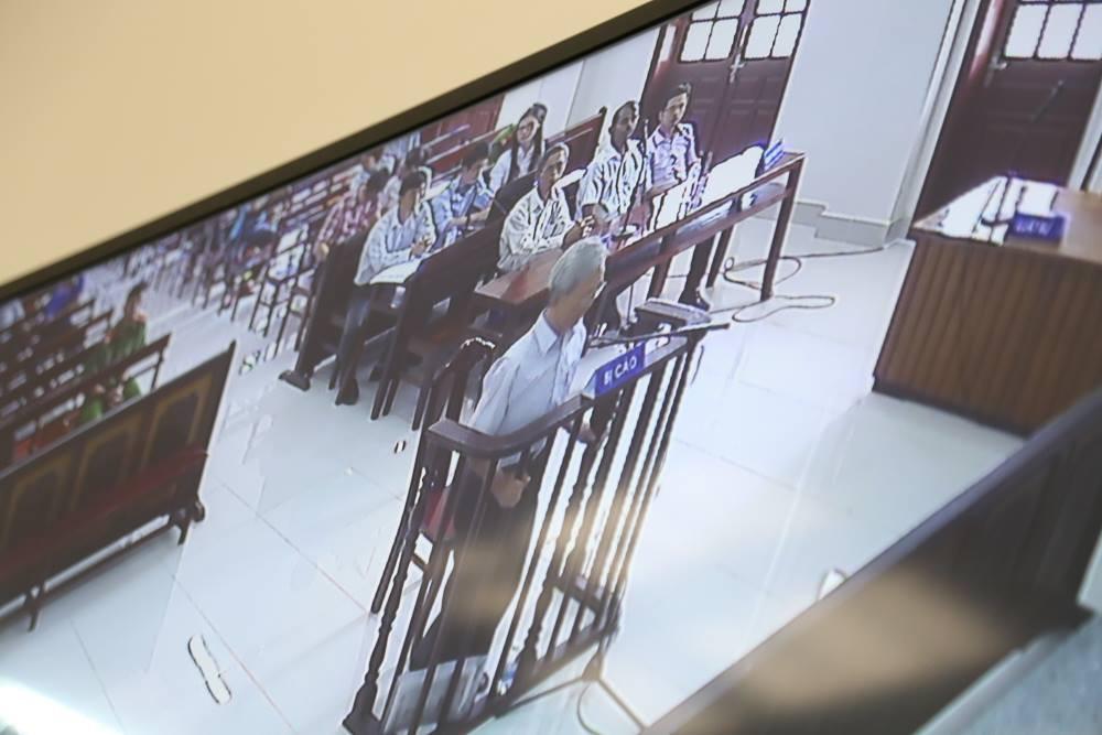 Tòa tuyên án 3 năm tù về tội Dâm ô đối với trẻ em, bị cáo 77 tuổi hét lớn: Tôi phản đối! - Ảnh 10.