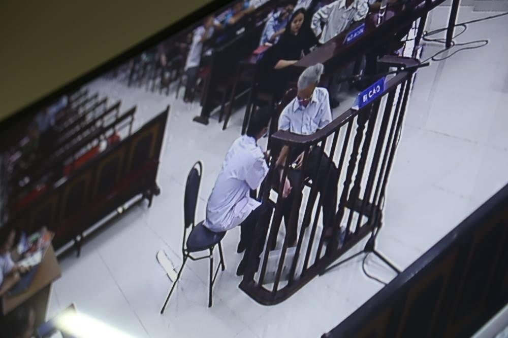 Tòa tuyên án 3 năm tù về tội Dâm ô đối với trẻ em, bị cáo 77 tuổi hét lớn: Tôi phản đối! - Ảnh 12.