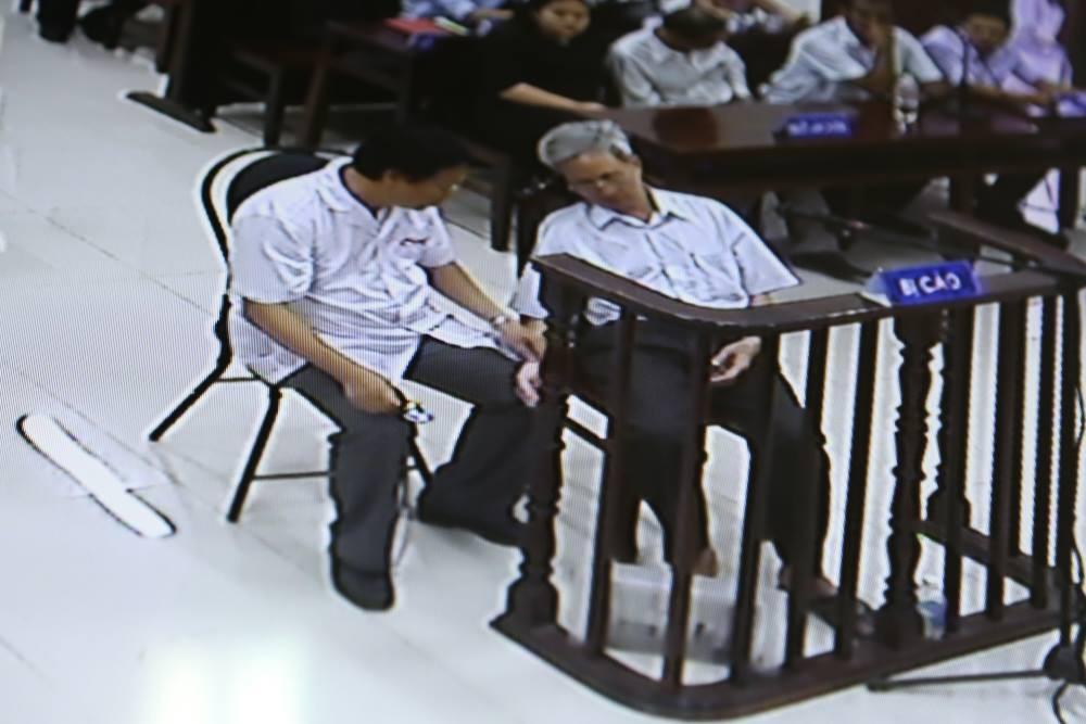 Tòa tuyên án 3 năm tù về tội Dâm ô đối với trẻ em, bị cáo 77 tuổi hét lớn: Tôi phản đối! - Ảnh 13.