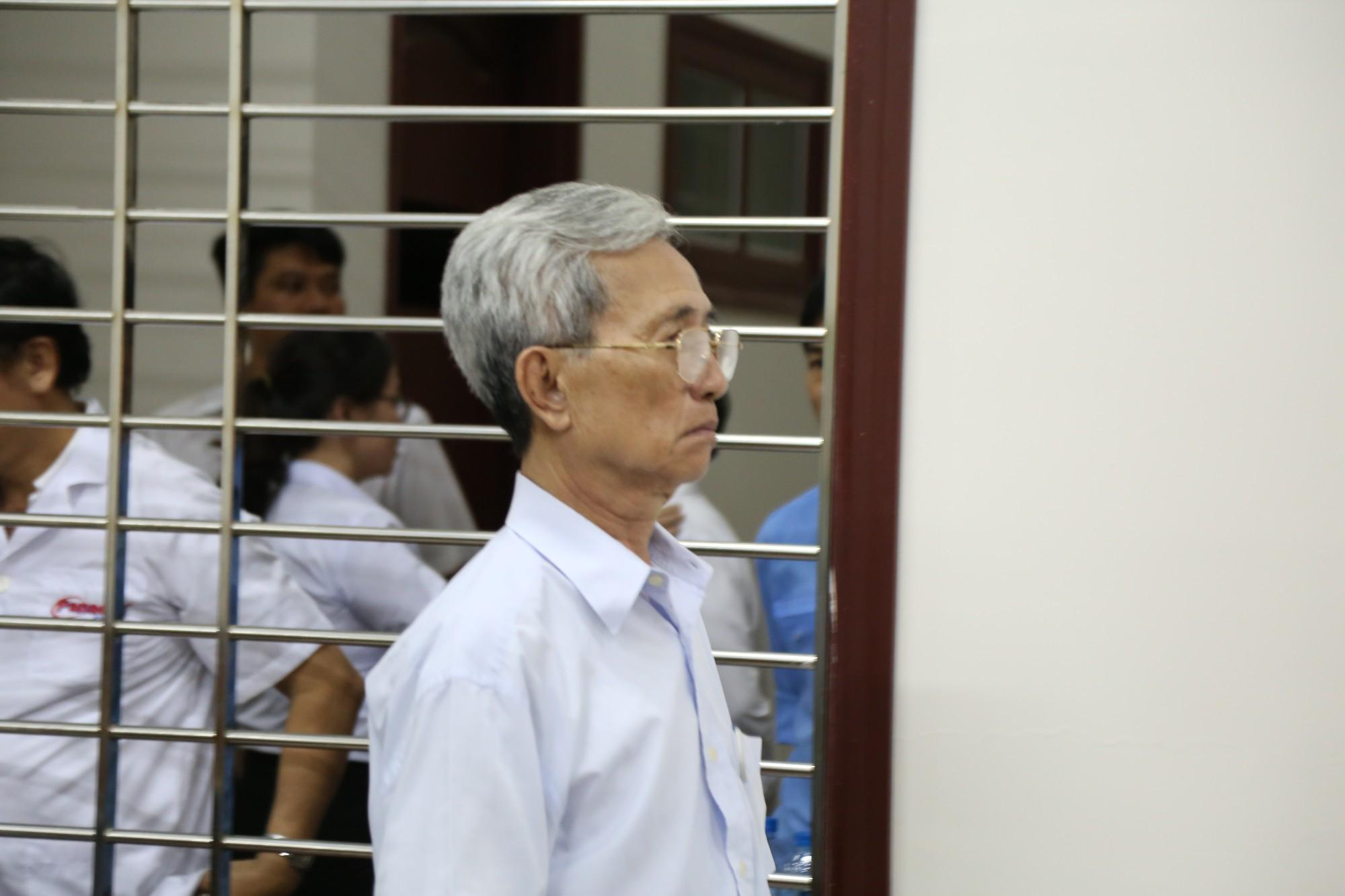 Không đồng tình với bản án 3 năm tù, bị cáo 77 tuổi dâm ô trẻ em ở Vũng Tàu đòi tự thiêu - Ảnh 1.