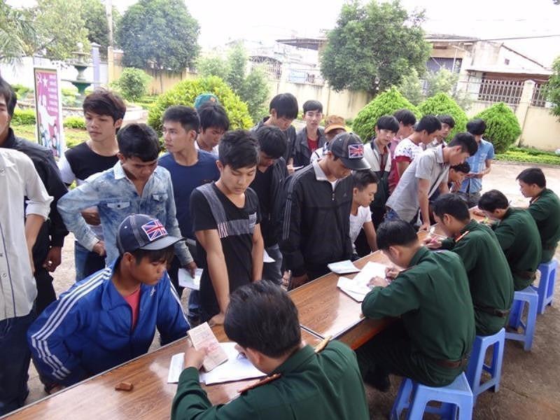 Hai thanh niên bị truy tố vì trốn khám nghĩa vụ quân sự - Ảnh 1.