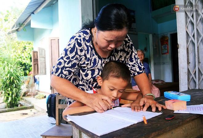 Bà giáo già 25 năm dạy học miễn phí, dùng lương hưu để chăm sóc những đứa trẻ nghèo như con ruột - Ảnh 2.