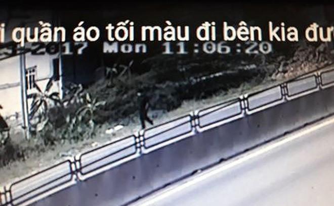 Hình ảnh người đàn ông đeo khẩu trang bị camera ghi lại chính là tài xế Lê Hồng Quân