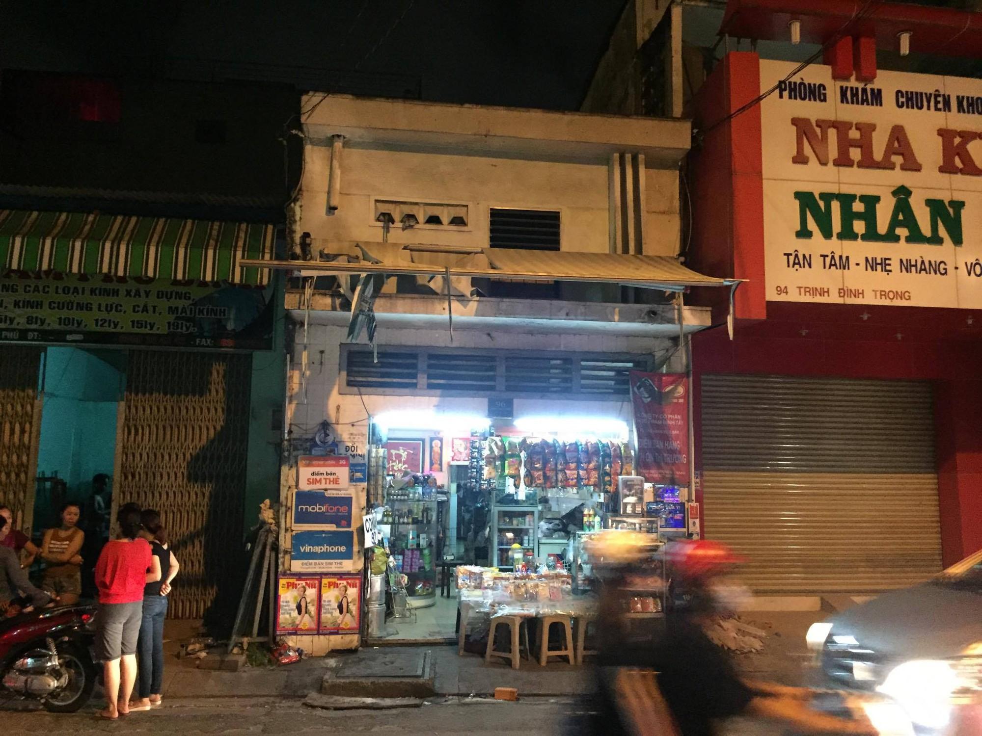 Đang đi mua bánh, bé trai 6 tuổi bị bảo vệ dân phố dùng dao sát hại giữa đường Sài Gòn - Ảnh 2.