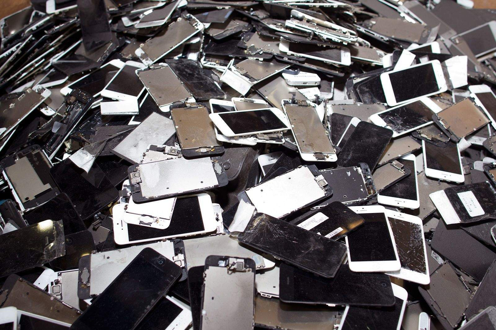 Mặt tối đáng sợ đằng sau những chiếc smartphone