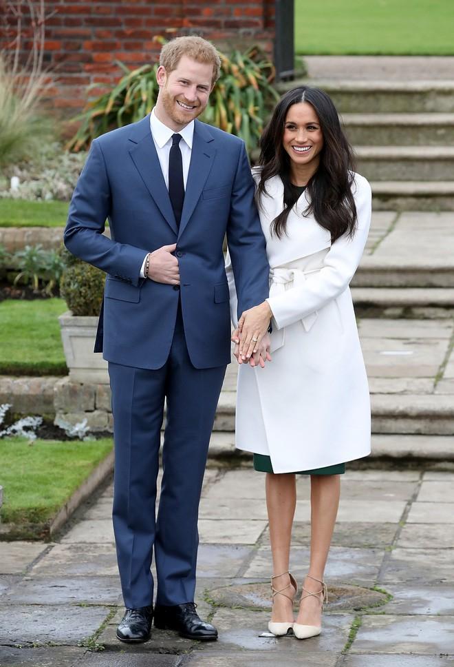 Dân tình giờ lại đổ xô đi PTTM mũi giống vị hôn thê của Hoàng tử Harry - Ảnh 1.
