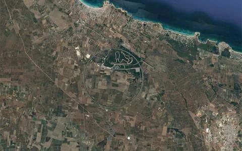 Xem 10 bức ảnh vệ tinh này mới thấy Trái Đất vừa đẹp mà cũng kỳ dị đến nhường nào - Ảnh 1.