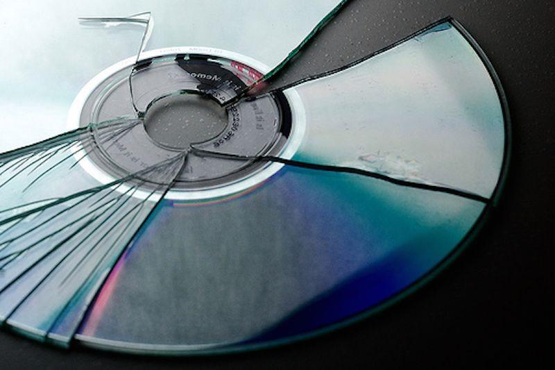 Thói quen nghe nhạc online miễn phí – con đường bức tử đĩa CD ở Vpop - Ảnh 1.