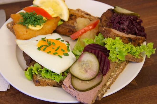 Vòng quanh thế giới nếm 10 loại sandwich đơn giản nhưng ăn là nghiện - Ảnh 1.