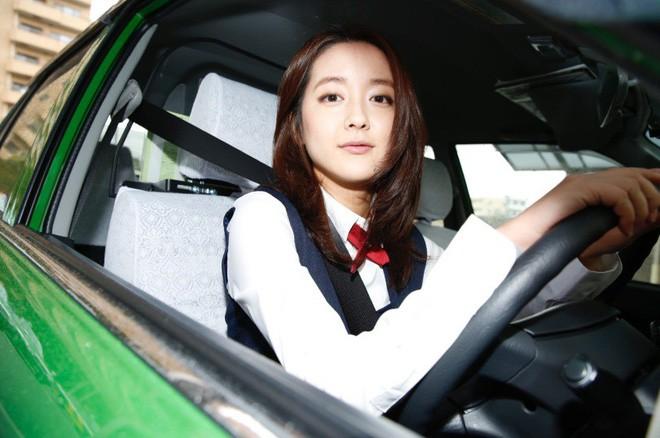 """Xao xuyến trước nhan sắc của """"bóng hồng"""" lái taxi xinh đẹp nhất ..."""