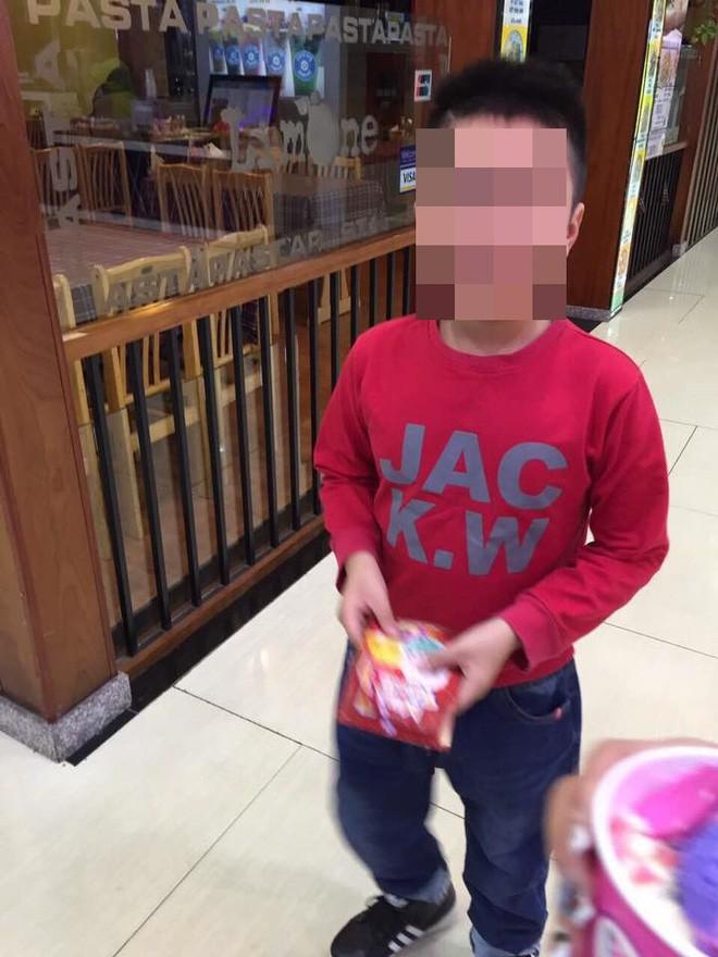 Mẹ kế bạo hành bé 10 tuổi: Đăng bảng điểm khen, thương con chồng trên facebook - Ảnh 3.