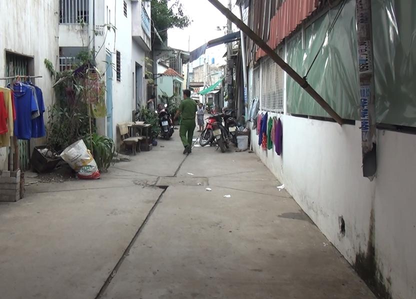 Hỗn chiến kinh hoàng giữa ban ngày ở Sài Gòn, 3 người trọng thương - Ảnh 1.
