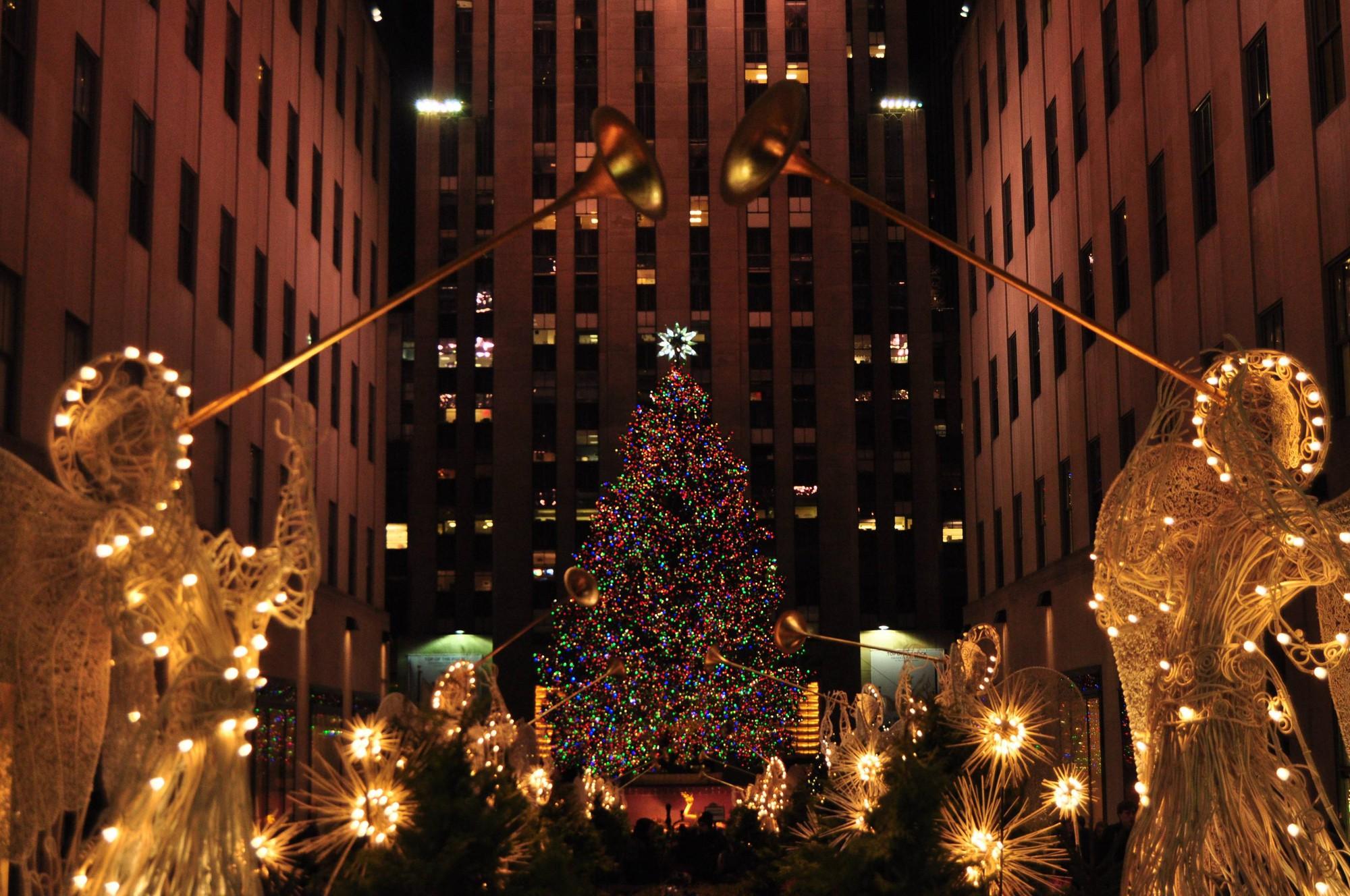Khung cảnh đón Giáng sinh sớm ở nhiều nơi trên khắp thế giới: Lộng lẫy, nguy nga và ấm áp - Ảnh 9.