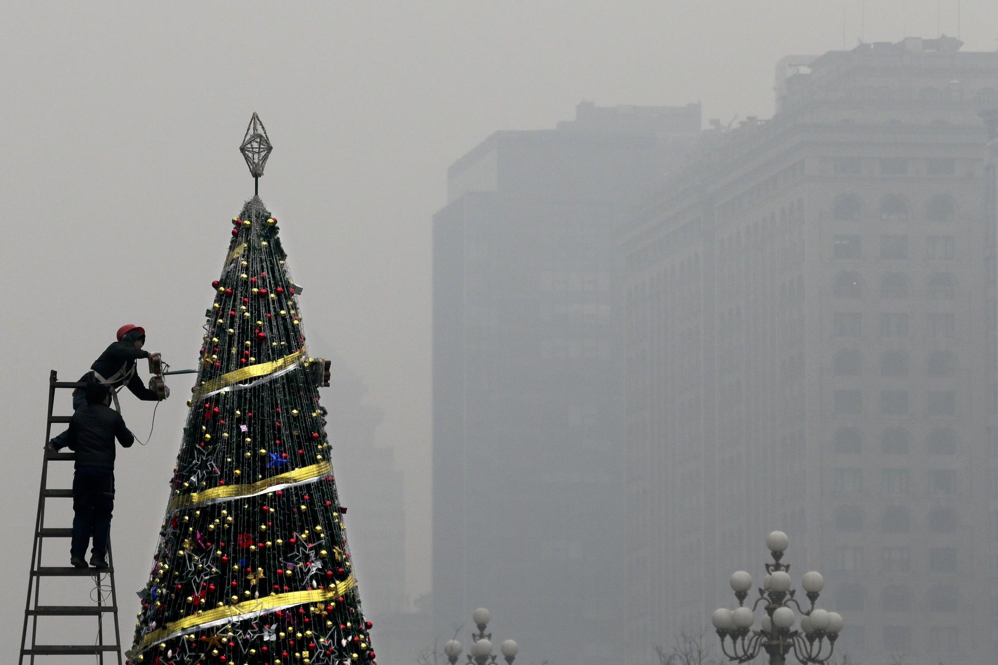 Khung cảnh đón Giáng sinh sớm ở nhiều nơi trên khắp thế giới: Lộng lẫy, nguy nga và ấm áp - Ảnh 16.