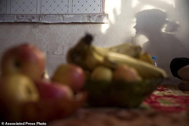 Phận đời tủi nhục của những phụ nữ bị lừa bán sang Trung Quốc làm cô dâu với giá bèo bọt - Ảnh 1.