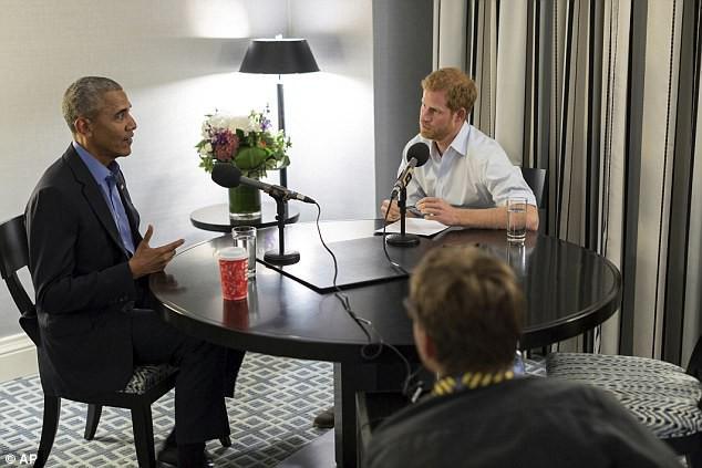 Cuộc phỏng vấn hóm hỉnh giữa cựu Tổng thống Obama và hoàng tử Anh Harry - Ảnh 2.