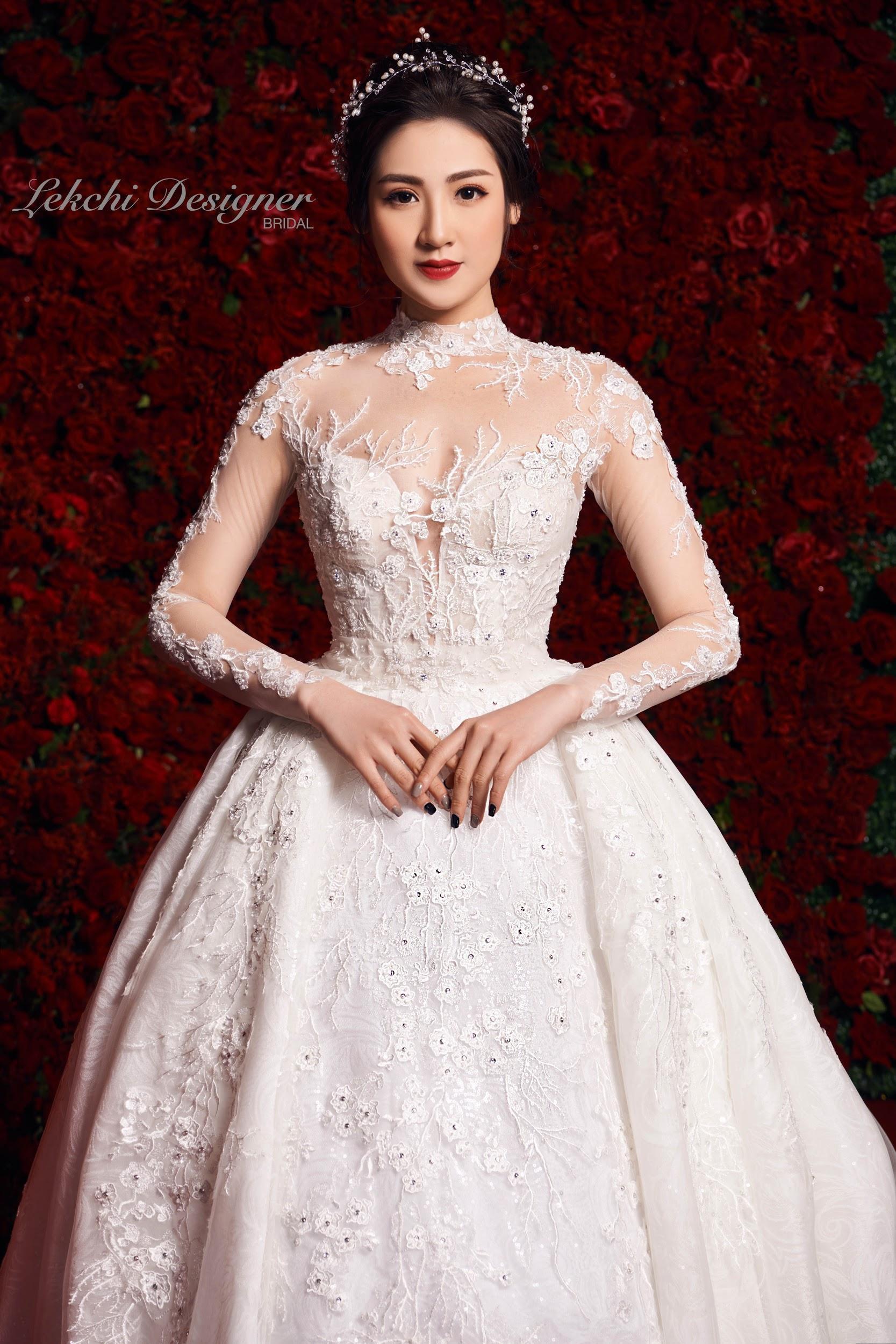 Á hậu Tú Anh hoá công chúa tuyết trong mẫu váy cưới gắn kim cương cực lộng lẫy của NTK Lek Chi - Ảnh 2.