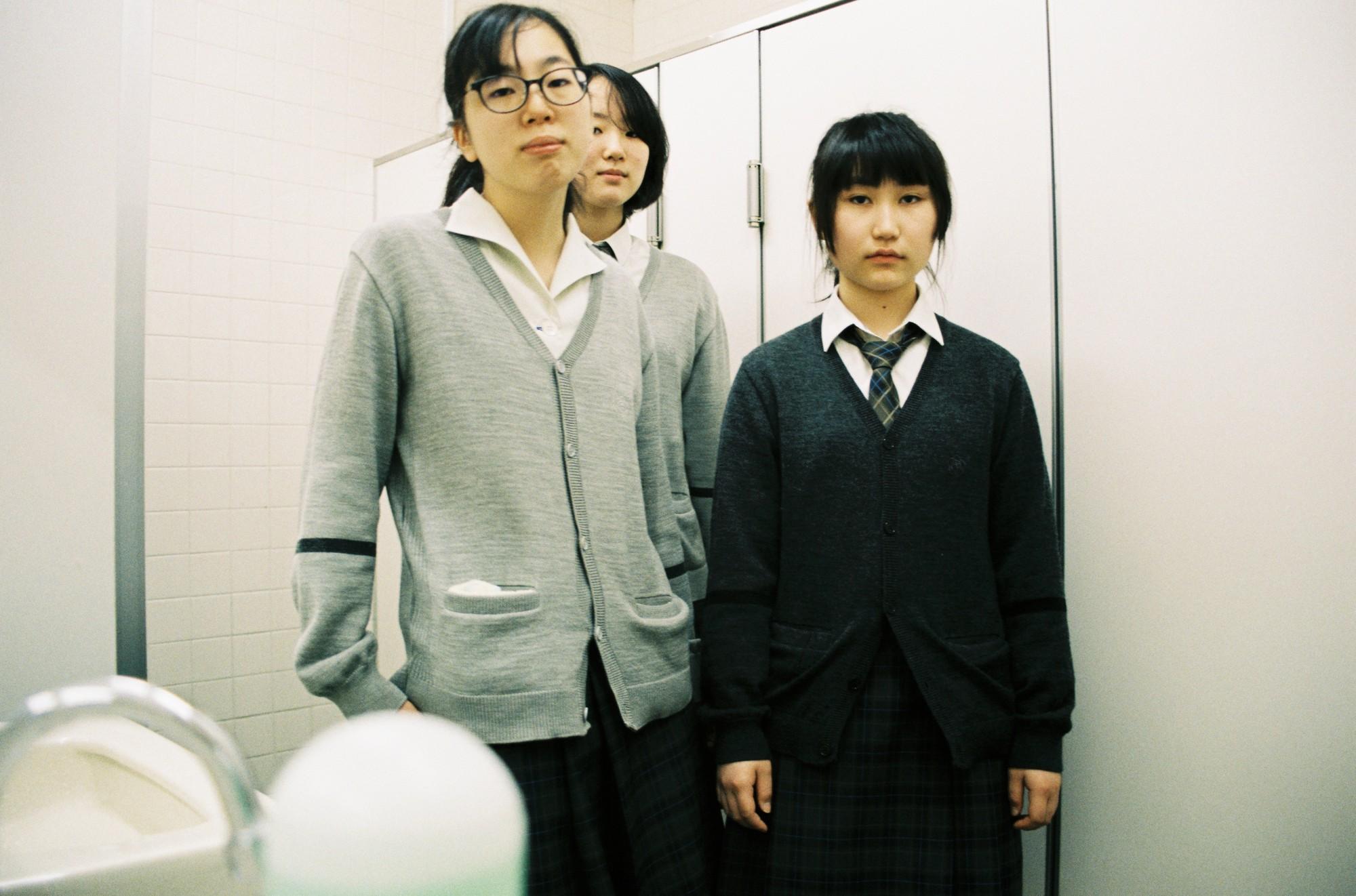 Bộ ảnh độc đáo lột tả cuộc sống nữ sinh trung học Nhật Bản những giờ phút bên ngoài giảng đường - Ảnh 1.
