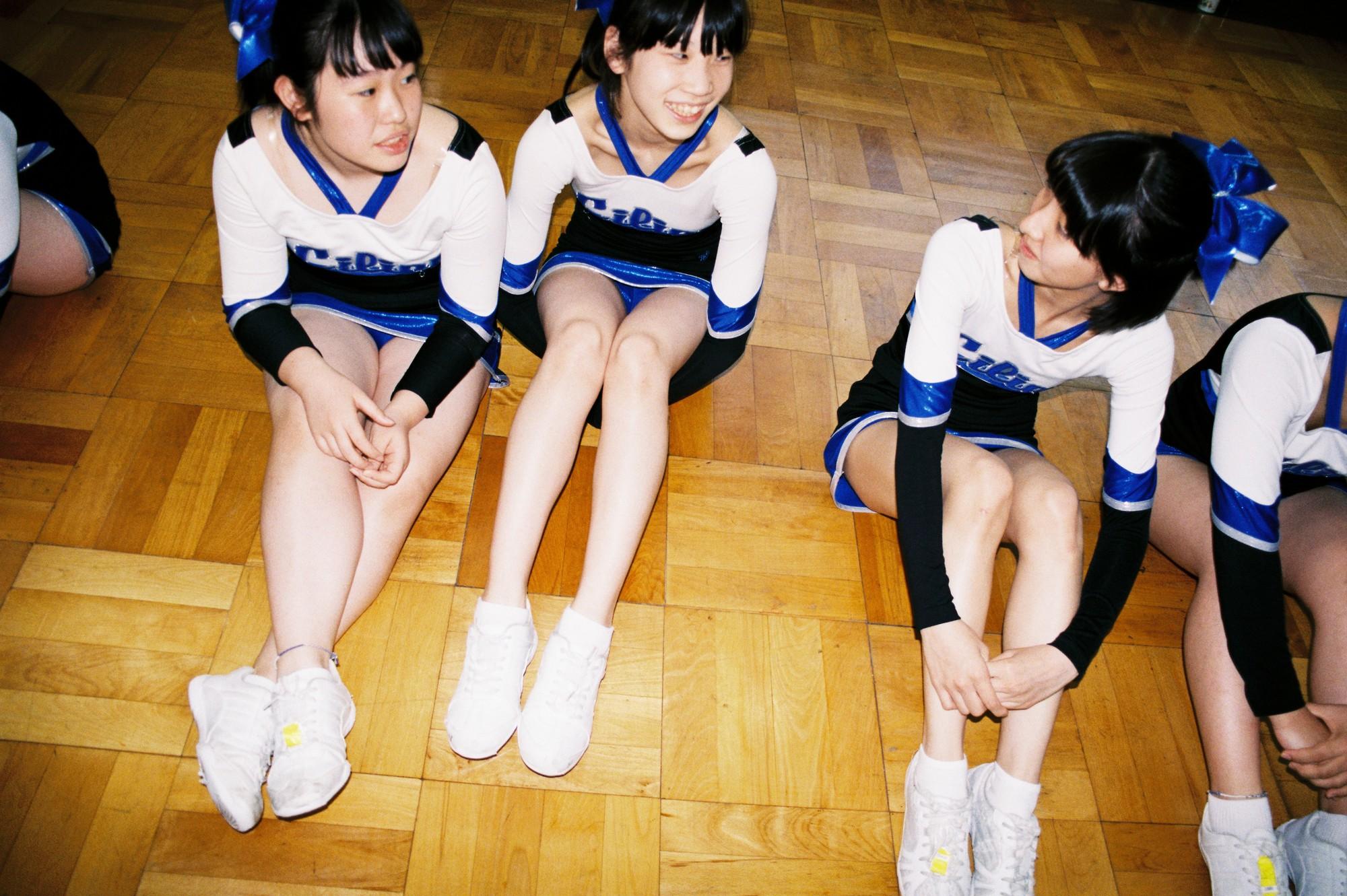 Bộ ảnh độc đáo lột tả cuộc sống nữ sinh trung học Nhật Bản những giờ phút bên ngoài giảng đường - Ảnh 3.