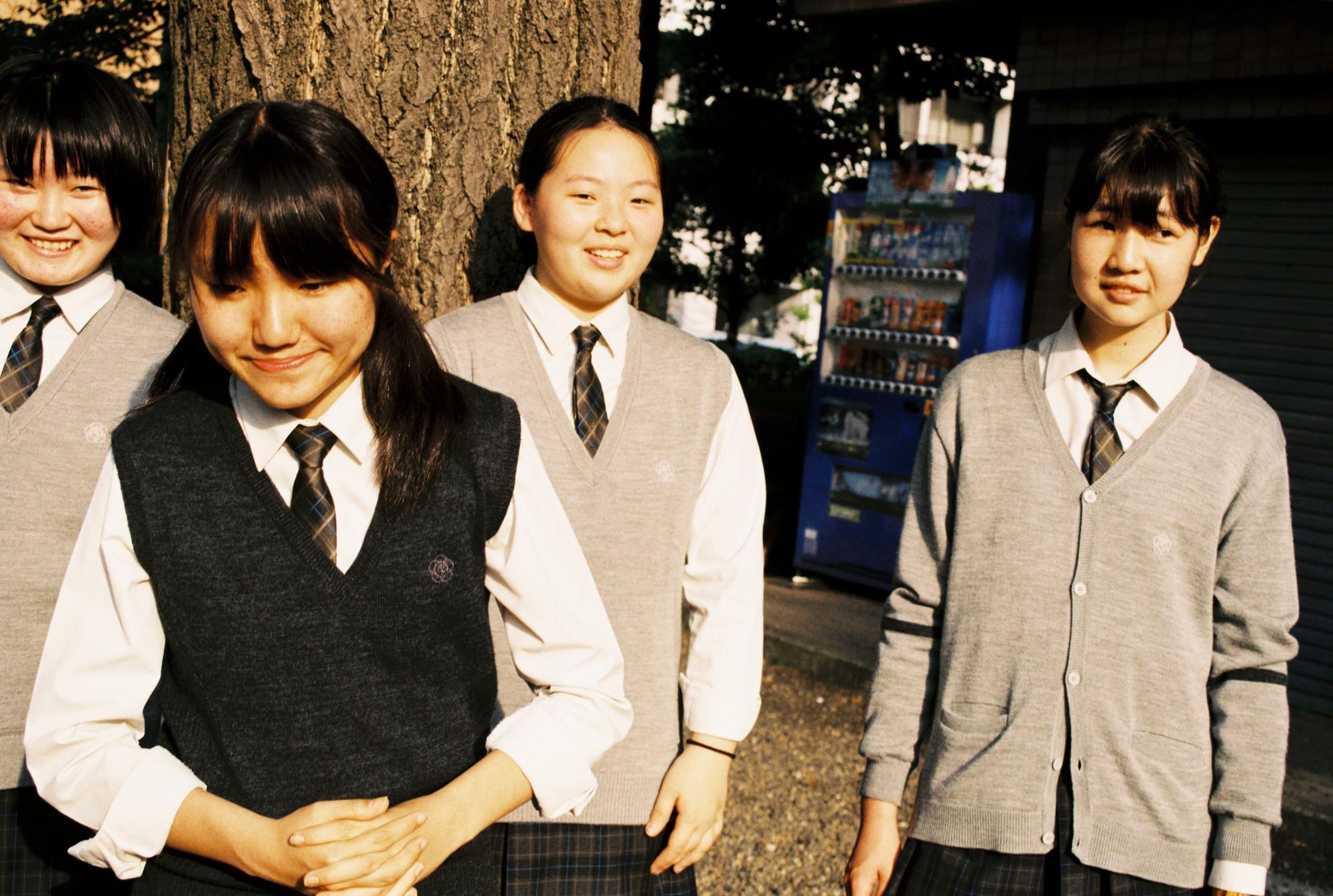 Bộ ảnh độc đáo lột tả cuộc sống nữ sinh trung học Nhật Bản những giờ phút bên ngoài giảng đường - Ảnh 7.