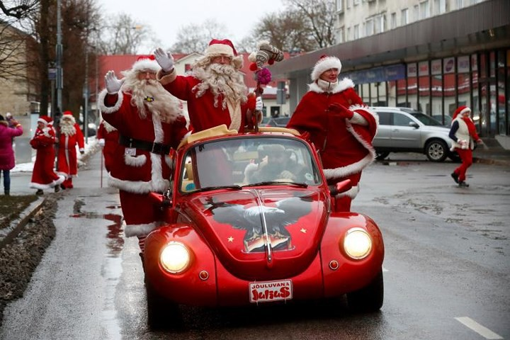 Không khí Giáng sinh ngập tràn trên toàn thế giới - Ảnh 1.