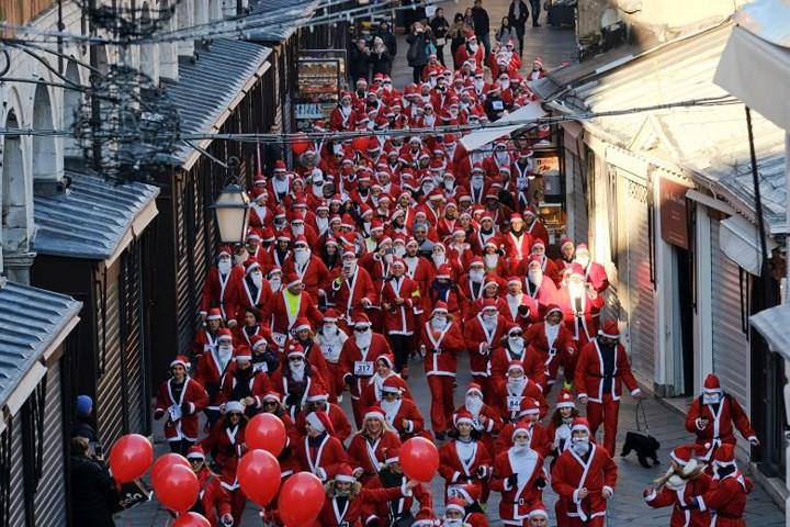 Không khí Giáng sinh ngập tràn trên toàn thế giới - Ảnh 9.
