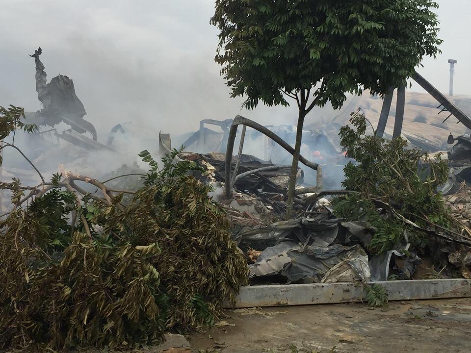 Hiện trường tan hoang sau đám cháy lớn ở Công ty bánh kẹo - Ảnh 1.