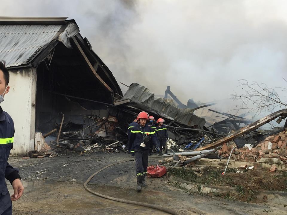 Hiện trường tan hoang sau đám cháy lớn ở Công ty bánh kẹo - Ảnh 2.
