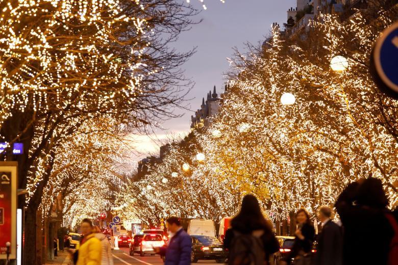 Giáng sinh rực rỡ muôn sắc màu trên toàn thế giới: Hân hoan niềm vui và bao lời chúc nhau an lành! - Ảnh 3.