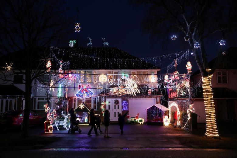 Giáng sinh rực rỡ muôn sắc màu trên toàn thế giới: Hân hoan niềm vui và bao lời chúc nhau an lành! - Ảnh 6.