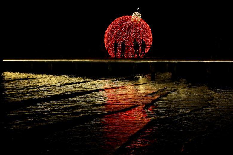 Giáng sinh rực rỡ muôn sắc màu trên toàn thế giới: Hân hoan niềm vui và bao lời chúc nhau an lành! - Ảnh 11.