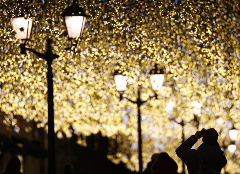 Giáng sinh rực rỡ muôn sắc màu trên toàn thế giới: Hân hoan niềm vui và bao lời chúc nhau an lành! - Ảnh 14.