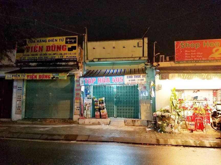 Dù bão Tembin đã đổi hướng, nhiều cửa hàng ở Sài Gòn vẫn đóng cửa, cho nhân viên nghỉ làm từ sớm - Ảnh 2.