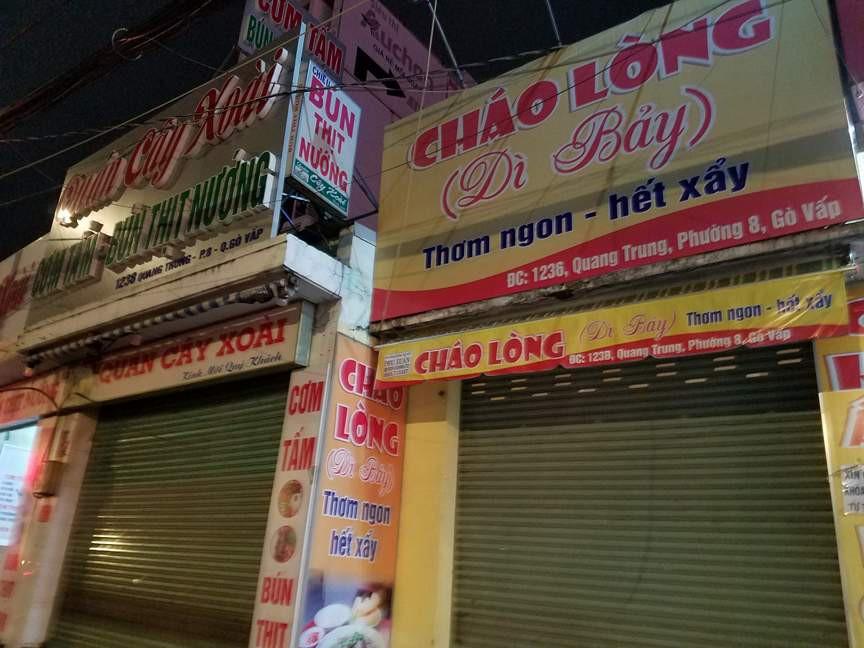 Dù bão Tembin đã đổi hướng, nhiều cửa hàng ở Sài Gòn vẫn đóng cửa, cho nhân viên nghỉ làm từ sớm - Ảnh 3.