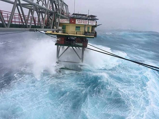 Đảo Trường Sa và nhà giàn DK1 sau bão Tembin - Ảnh 2.