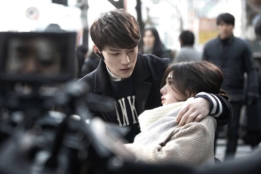 Sướng như robot Chae Soo Bin: Làm nữ chính hay phụ cũng có dàn trai đẹp vây quanh - Ảnh 1.