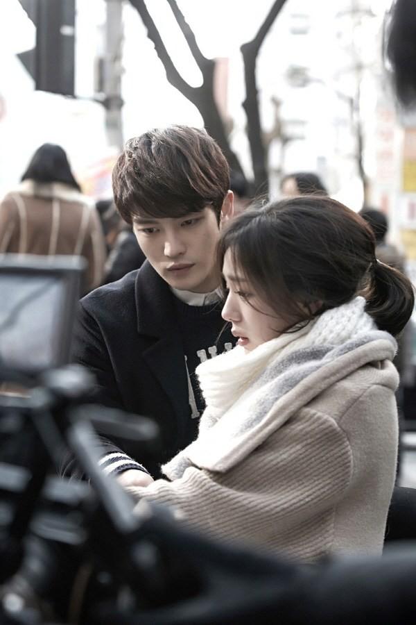 Sướng như robot Chae Soo Bin: Làm nữ chính hay phụ cũng có dàn trai đẹp vây quanh - Ảnh 2.