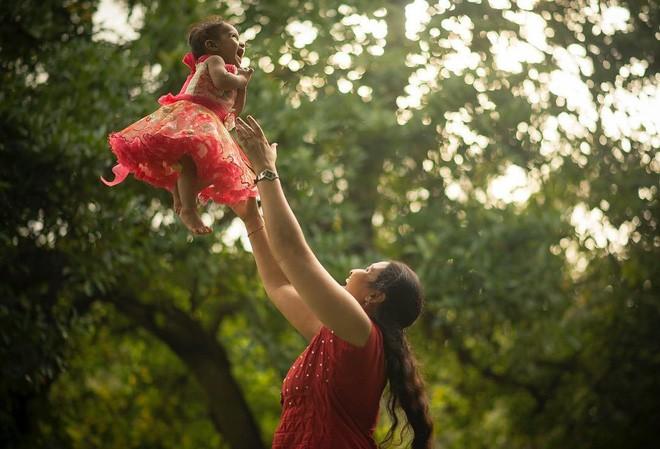 27 bức ảnh làm mẹ là nhiệm vụ quan trọng nhất trên thế gian đẹp nhất năm 2017 - Ảnh 2.