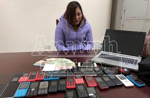 Tú Bà tổ chức bán dâm công nghệ qua mã số, có 30 điện thoại để giao dịch - Ảnh 1.